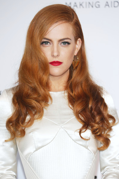 Riley Keough rizos largos