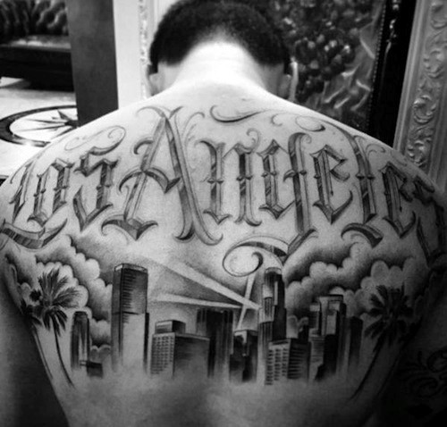 Oberer Rücken Coole männliche Los Angeles Skyline Tattoo Designs