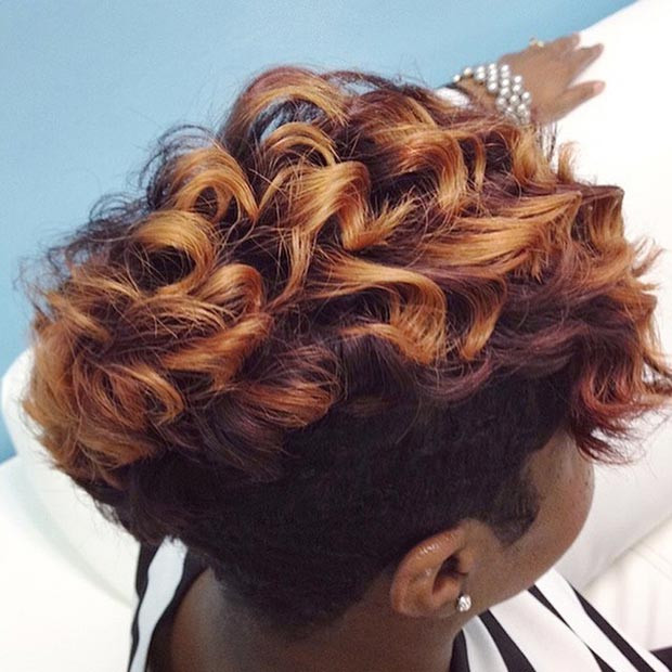 Red & Gold Curly Short Frisur