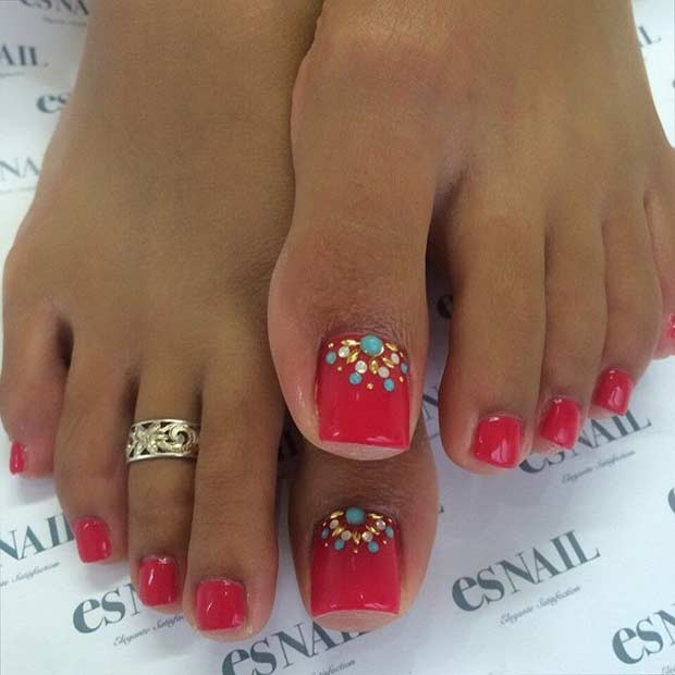 Red Pedicure Design mit Strasssteinen