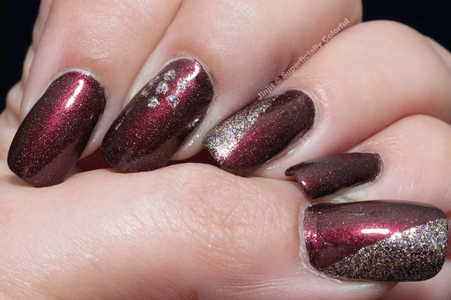Glitzernder Burgunder-Nageldesign