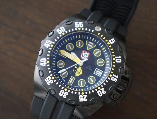 Beleuchtetes Zifferblatt Luminox Scott Cassell Deep Dive Special Edition Herrenuhr