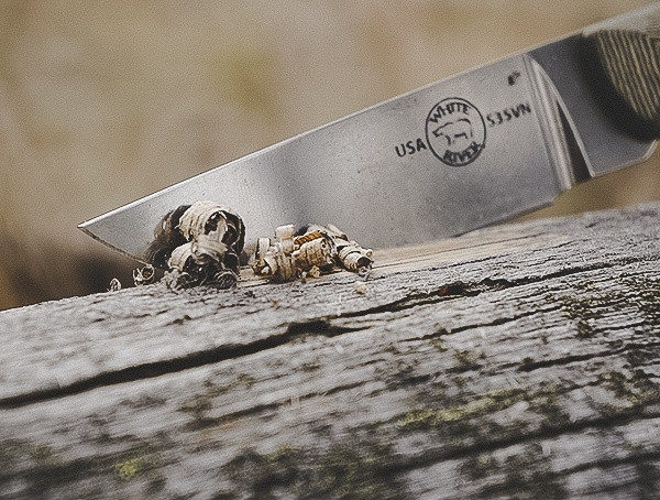Rasieren von Holz White River Messer und Tool Small Game Review