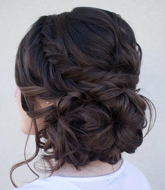 Curly Side Bun mit einem Fishtail Braid
