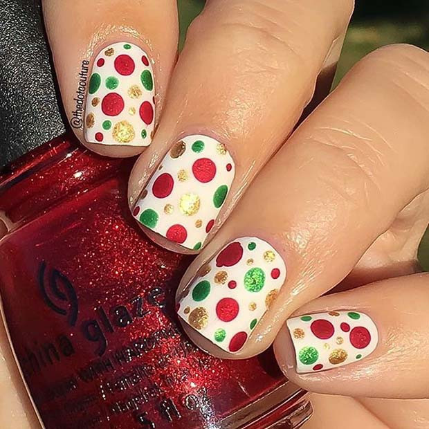 Easy Christmas Polka Dot Nageldesign