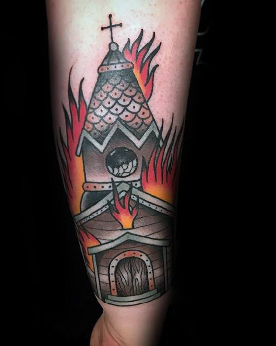 Burning Church Tattoo-Ideen für Herren