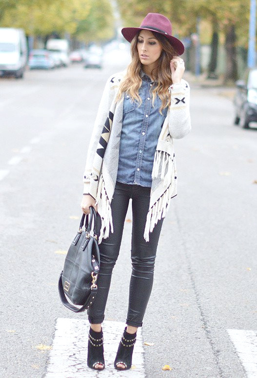 Trendige Outfit-Idee mit Jeanshemd