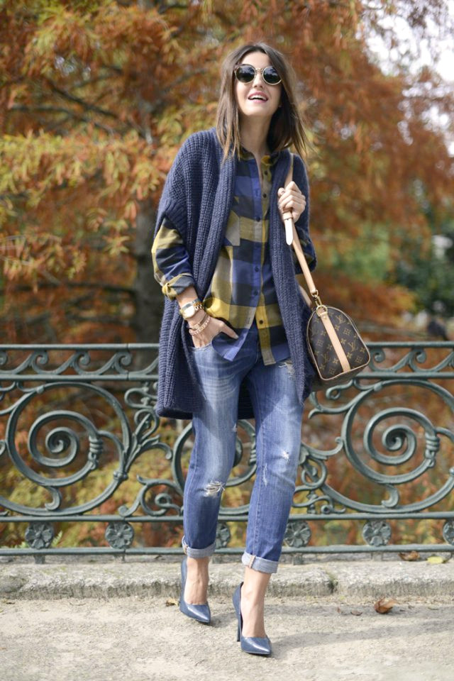tartan-top-and-ripped-jeans a través de