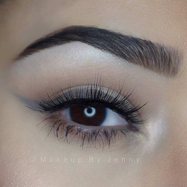 Grauer Winged Liner-Alltags-Make-up-Look