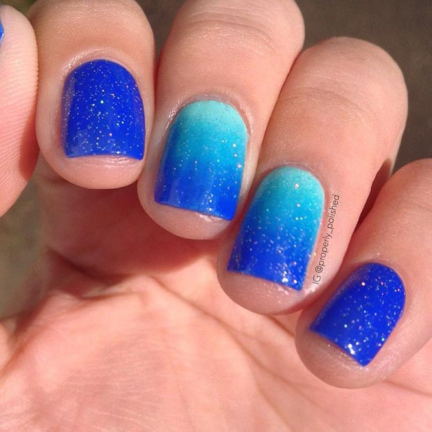 Sparkly Blue Ombre Nägel