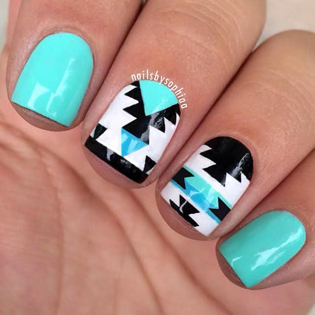Türkis Tribal Nail Design