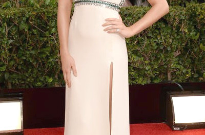 Wie kaufe ich den Golden Globe Style - Margot Robbies Kristall? Verziertes Winterweißes Low Cut Gucci-Kleid