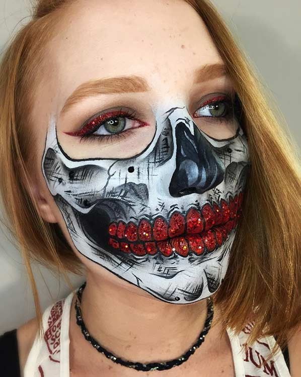 Red Glitter Half Face Skeleton Makeup Look für Halloween
