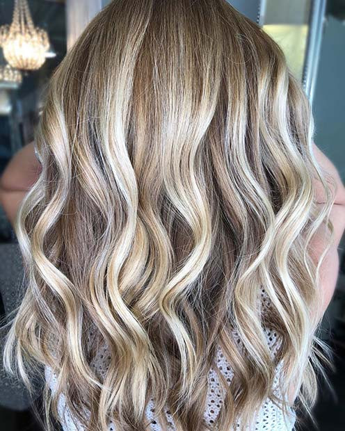 Leichte, coole blonde Balayage-Highlights