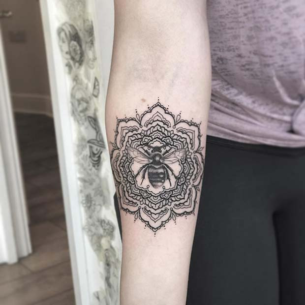 Mandala und Biene Tattoo Design
