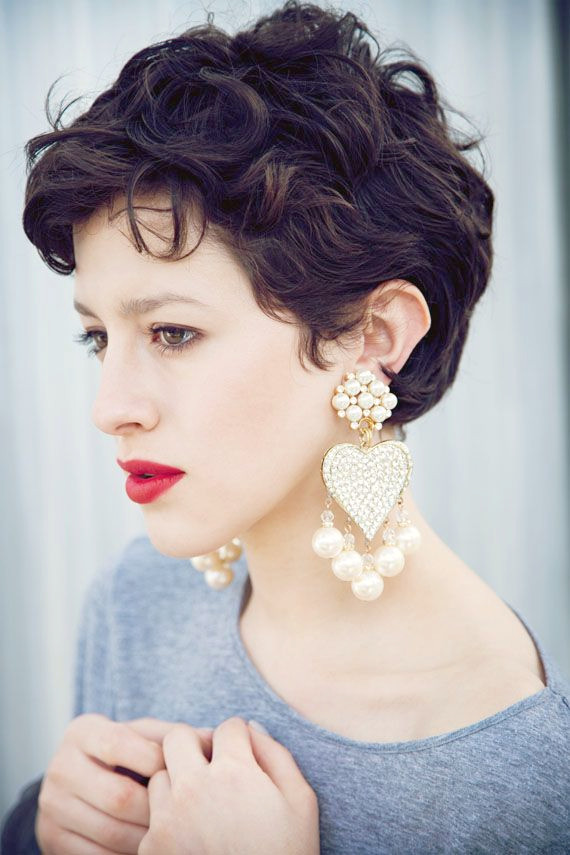 Curly Pixie Hairstyle para mujer