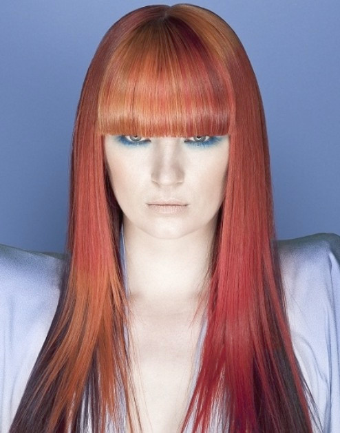 Ombre Red Hair con Blunt Bangs