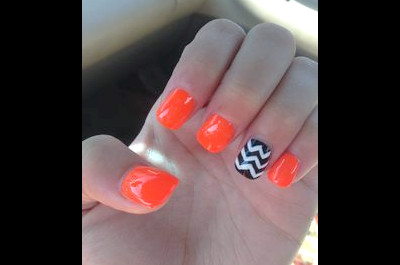 18 hübsche orange Nageldesigns
