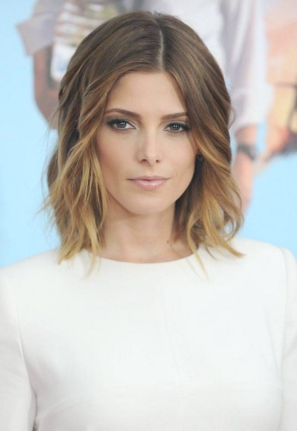 Ashley-Greene, langer, welliger Bob-Schnitt