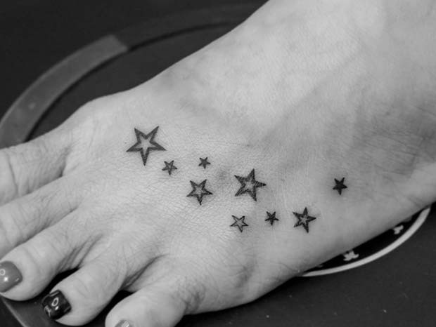 Multi-Star-Fuß-Tattoo-Idee