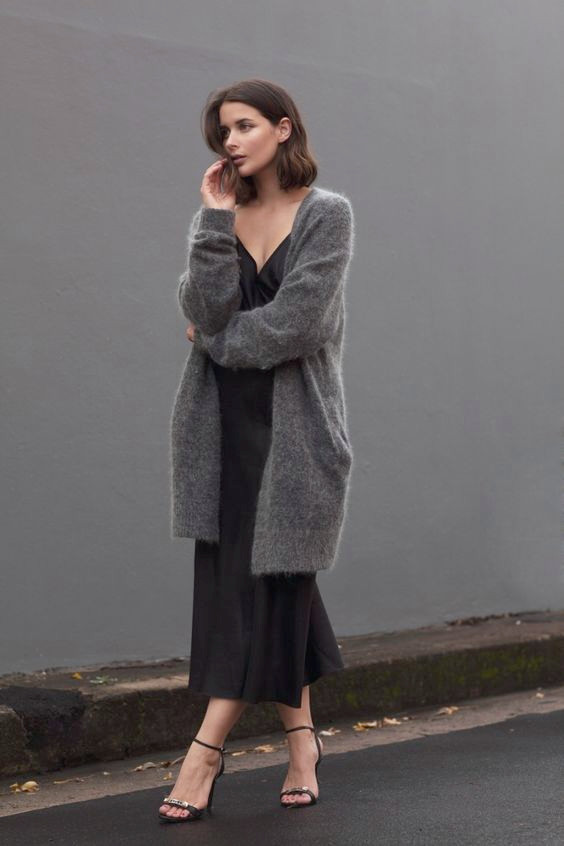 Slip Dress und Strickpullover