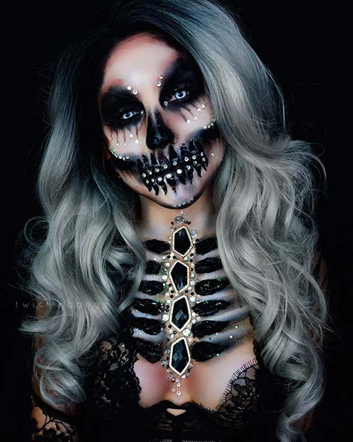 Bejeweled Skeleton für verwirrende Halloween Make-up Looks