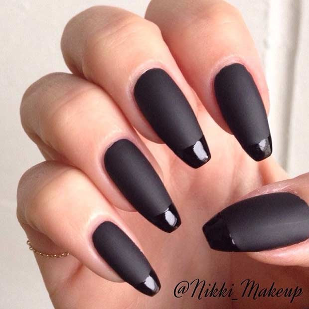 Schwarze Matte French Tip Nails