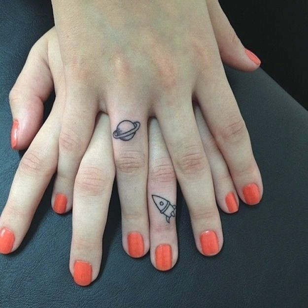 Interessantes Finger Tattoo