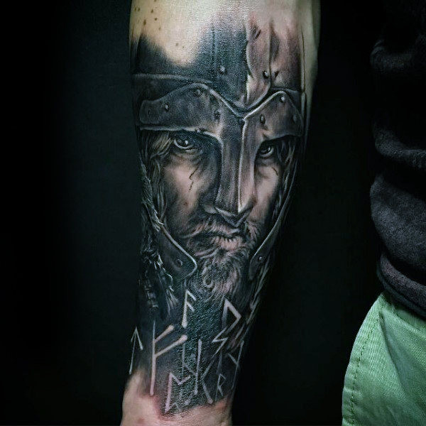 Viking Warrior Helm Herren Runenunterarm Tattoo