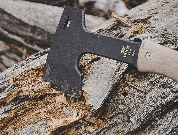 Buck Knives Compadre Camp Axe Review Schneiden in Holz