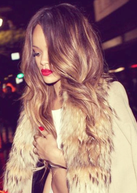 Rihanna Frisuren: Sexy Ombre Lose Locken