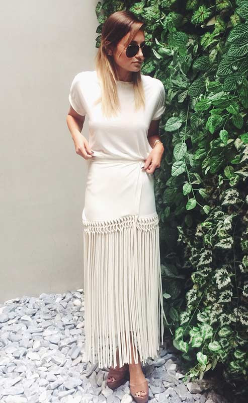 All White Maxi Rock Outfit Idee