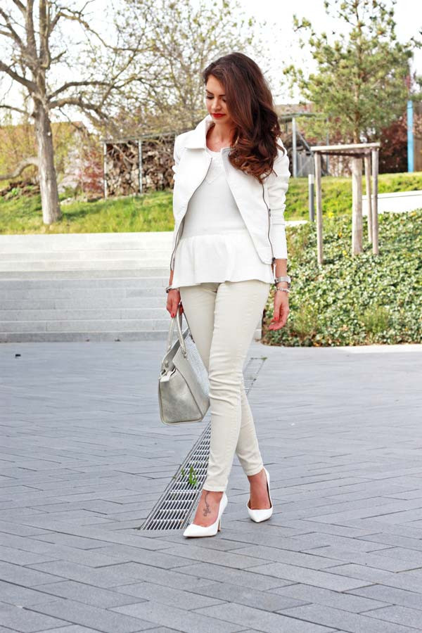All White Outfit mit silbernen Details