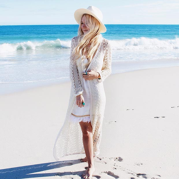 Alles weiße Boho-Outfit