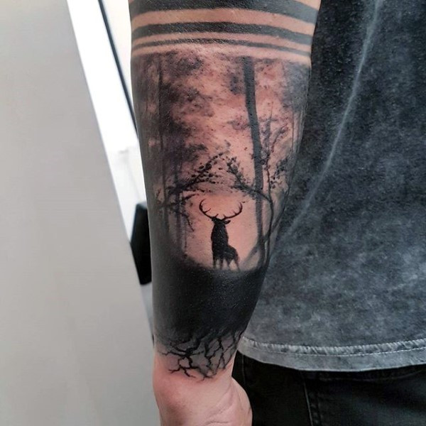 Rotwild im leeren Forest Guys Outer Forearm Tattoo