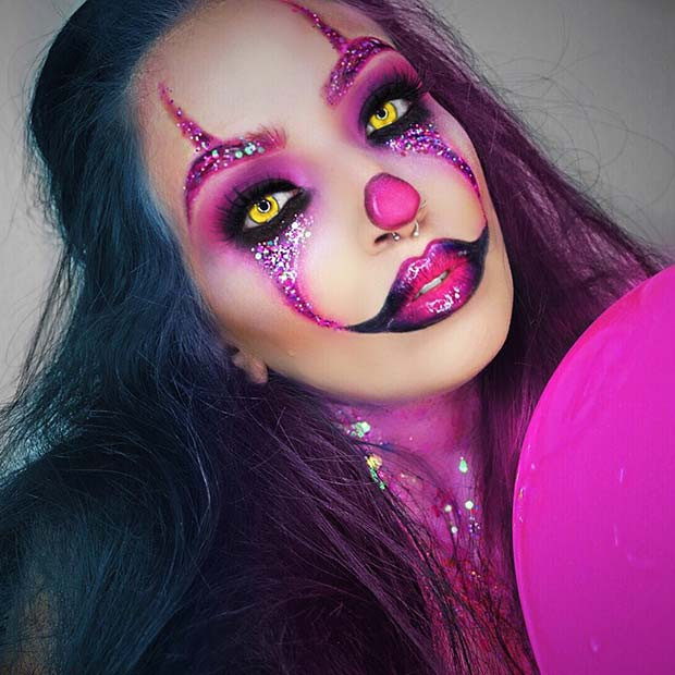 Furchtsames rosa Clown-Make-up suchen nach Halloween