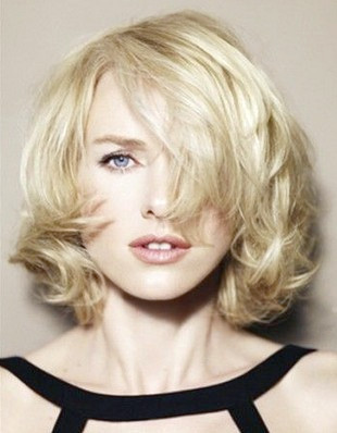 Naomi Watts Frisuren: Kurze Locken