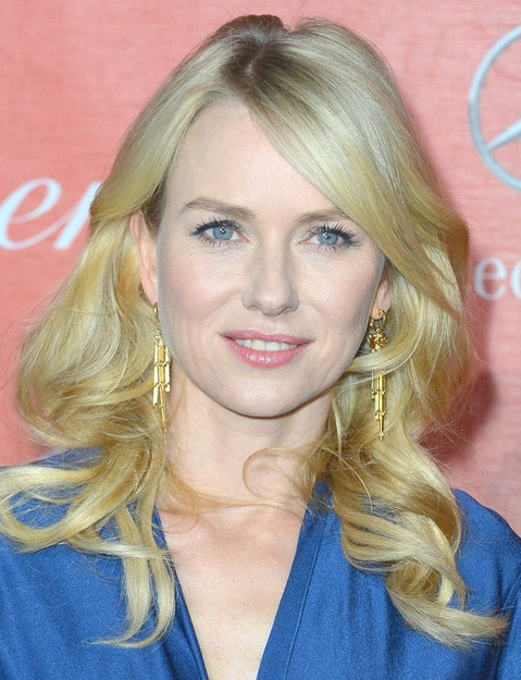 Naomi Watts Frisuren: Lange Locken mit Pony